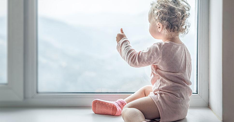 Saiba como identificar autismo em bebês observando 6 sinais
